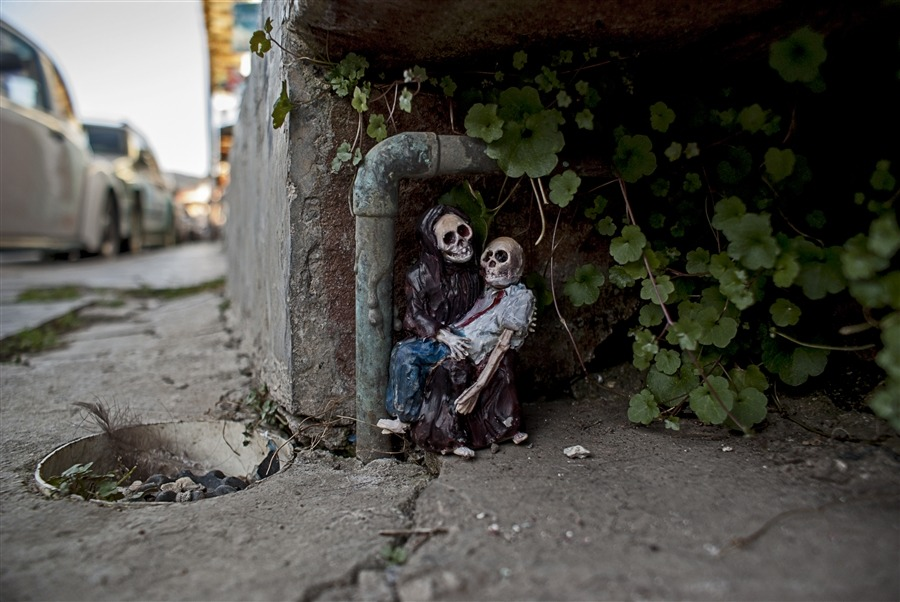 Artist Isaac Cordal | Posted by devidsketchbook.com